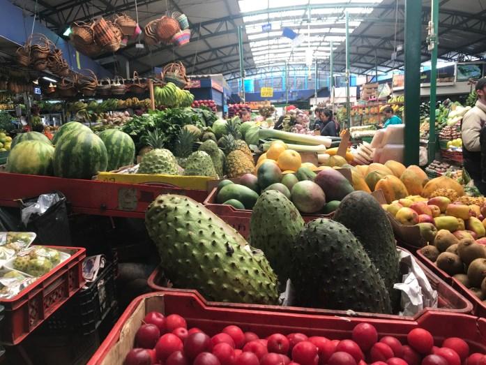 mercado de paloquemao bogotà colombia guanabana frutta tropicale