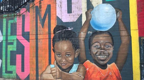 Graffiti della Comuna 13 di Medellin fare volontariato in Colombia squadra Sembradores progetto sostenuto anche da Mattia Fiorentini viaggiatore e guida di scomfort zone