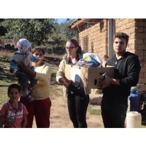Liceeni voluntari cu IMPACT ajuta familii sarace
