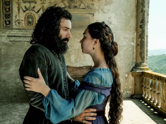 Aidan Turner (Leonardo da Vinci) e Matilda De Angelis (Caterina da Cremona)