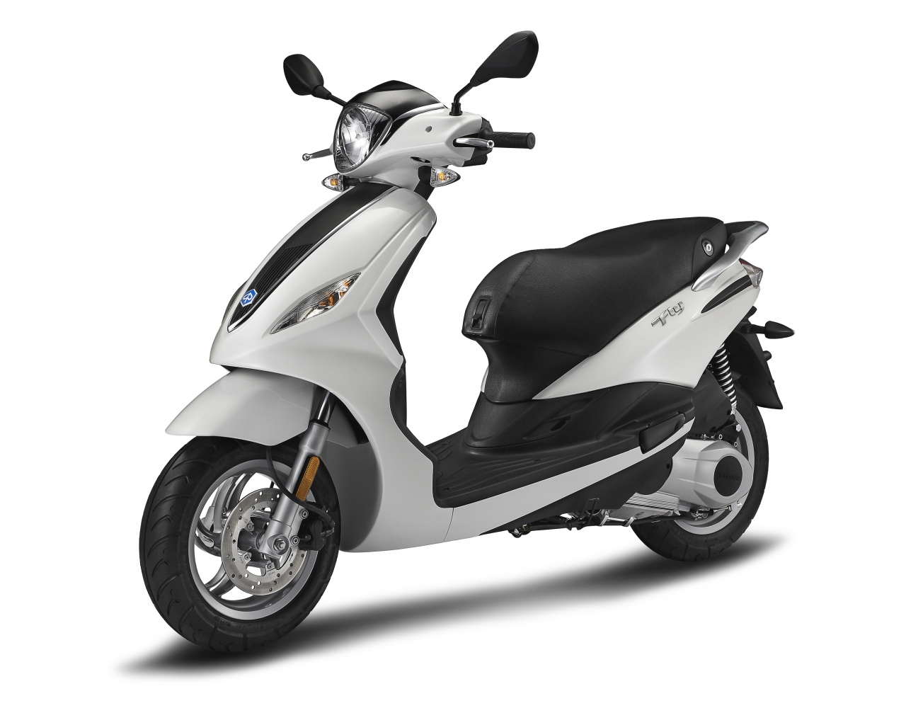 video: the new piaggio fly 150 3v | scooterfile | scooterfile