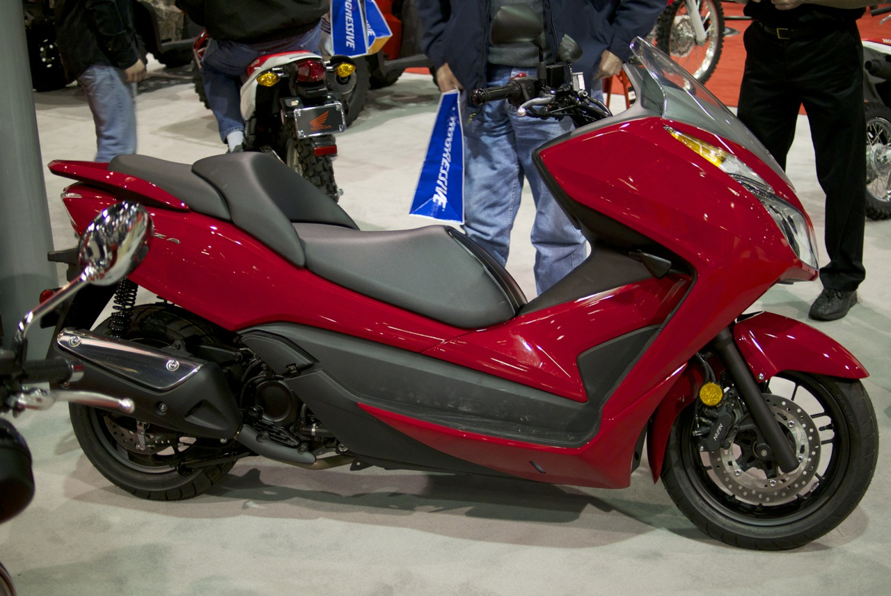 hands on with the honda forza 300 scooterfile. Black Bedroom Furniture Sets. Home Design Ideas