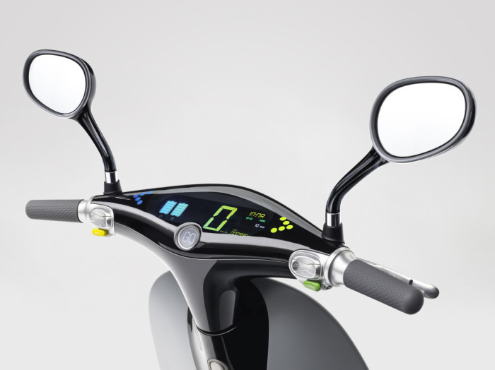 Gogoro-Smartscooter-Dashboard-Tilt-View-1024x767