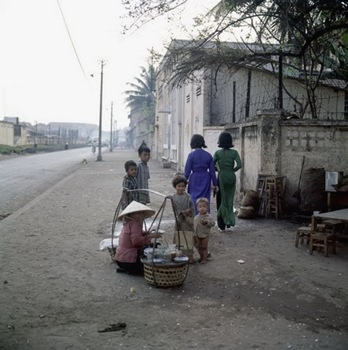 A shoulder pole in Bui Vien street in the past