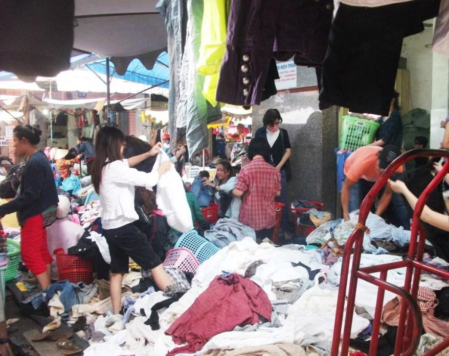 10. Hoang Hoa Tham second hand market