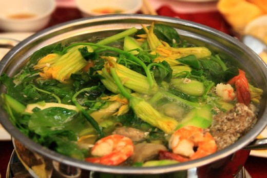 5.Hot pot with rice field crab (Lau cua dong)