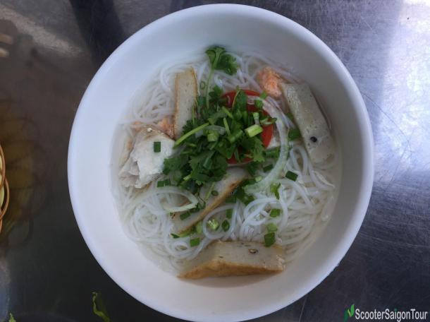 rice-noodle-soup-with-fish-pie-in-nha-trang