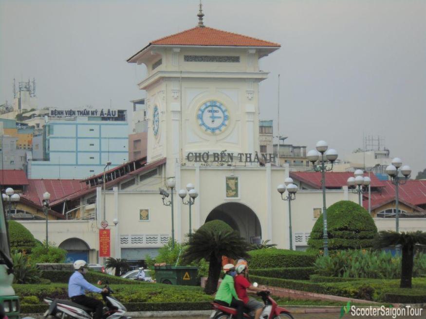 Main Gate Ben Thanh Market Tracy