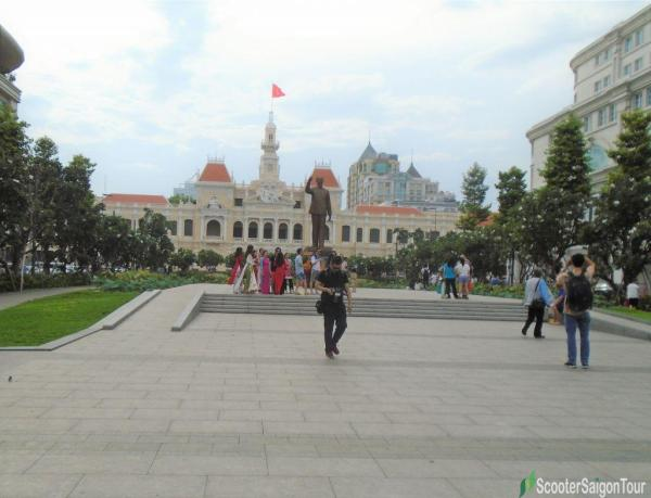 Differences between Nguyen Hue and Bui Vien Walking Streets