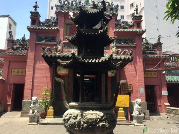 Jade Emperor Pagoda In Saigon 2