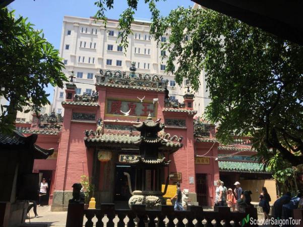 Jade Emperor Pagoda In Saigon 5