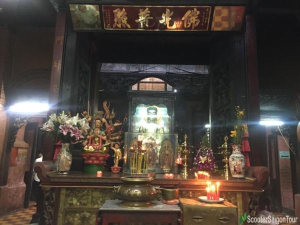 Inside Ngoc Hoang Pagoda Or Jade Emperor Pagoda (5)
