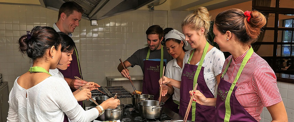 Ho Chi Minh Cooking Class & Cyclo & Market