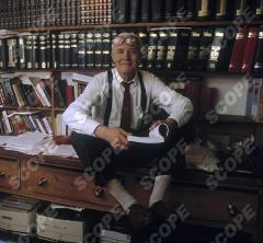 Tony Benn ( Anthony Wedgewood Benn ) at home in 1999.