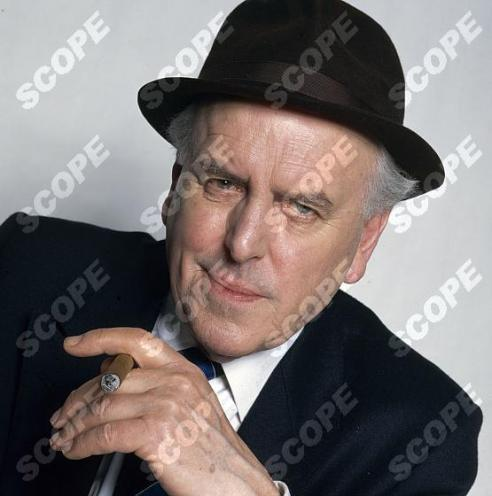 """GEORGE COLE AS ARTHUR DALEY FROM THE TV SERIES """"MINDER"""" - 1991 REF: 39226TV MUST CREDIT TVTIMES/SCOPEFEATURES.COM"""