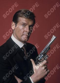 ROGER MOORE AS JAMES BOND - 1973 REF: 74644 MUST CREDIT IAN VAUGHAN/SCOPEFEATURES.COM