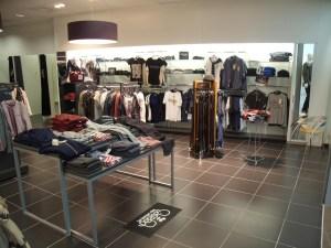 agencement de boutique textile