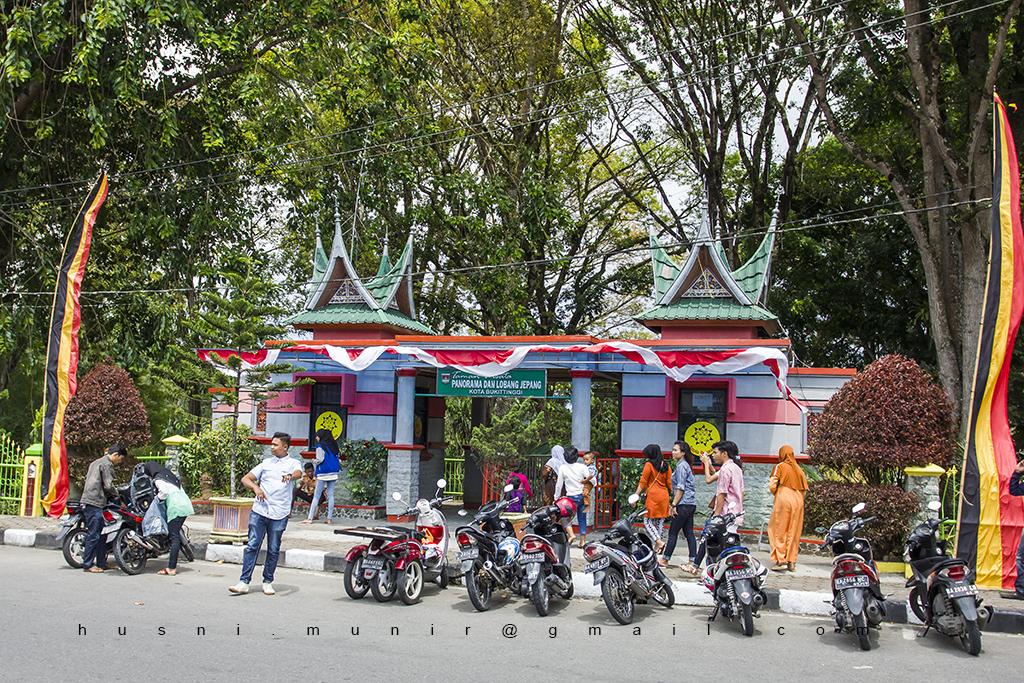 Gerbang tempat wisata Panorama di Jl. Panorama Bukit Tinggi