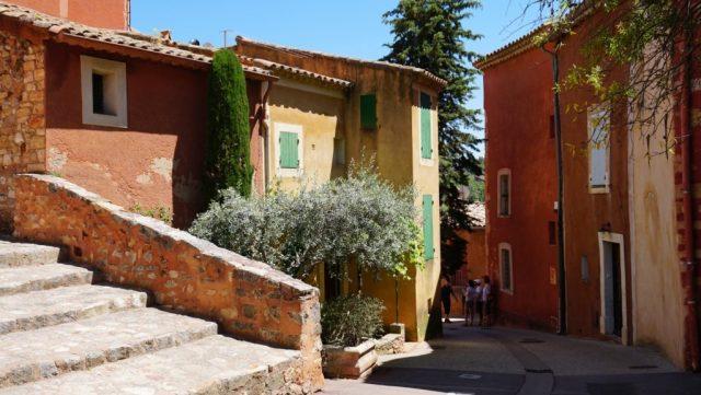 Visitare la cittadina di Roussillon
