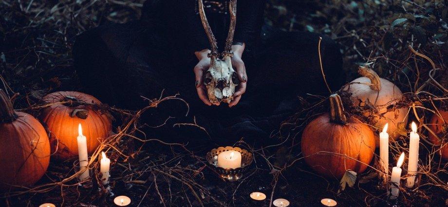witch candles pumpkins