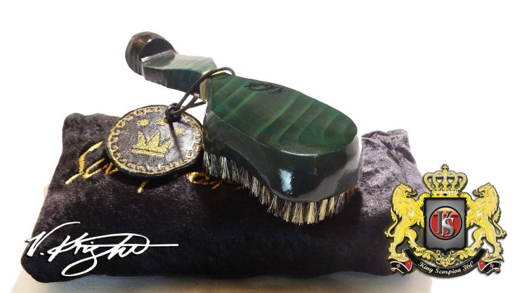 King Scorpion 360 Emerald Green Medium Hard 360 Wave Brush with Goose Down Black & Gold Velvet Pouch