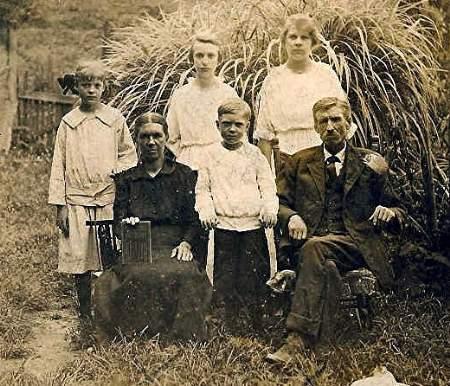 elbertfloureytaylorfamily.jpg