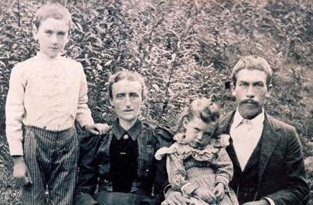 Left to right, John Worley PRESLEY, Sarah BABB, Ava PRESLEY, Henry PRESLEY