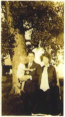 Edward MARSS holding Robert B. MARRS - son of Robert L. MARRS, Anna Mary THOMPSON