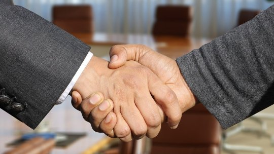 shaking hands 3091906 1280 1