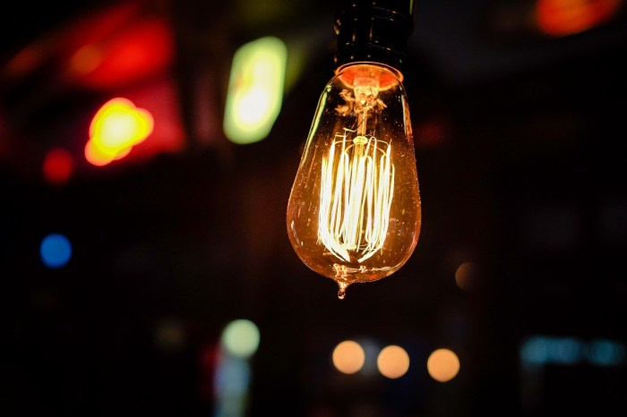 An old-fashioned light bulb