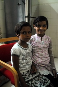 Picture of two young girls, Manisha and Shrutika, age eight, living with diabetes