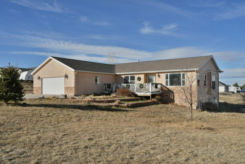 Gorgeous Walkout Ranch Home in-large-002-21-Font View-1500x1000-72dpi