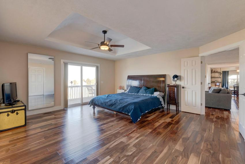 Gorgeous Walkout Ranch Home in-large-022-25-Master Bedroom-1500x1000-72dpi