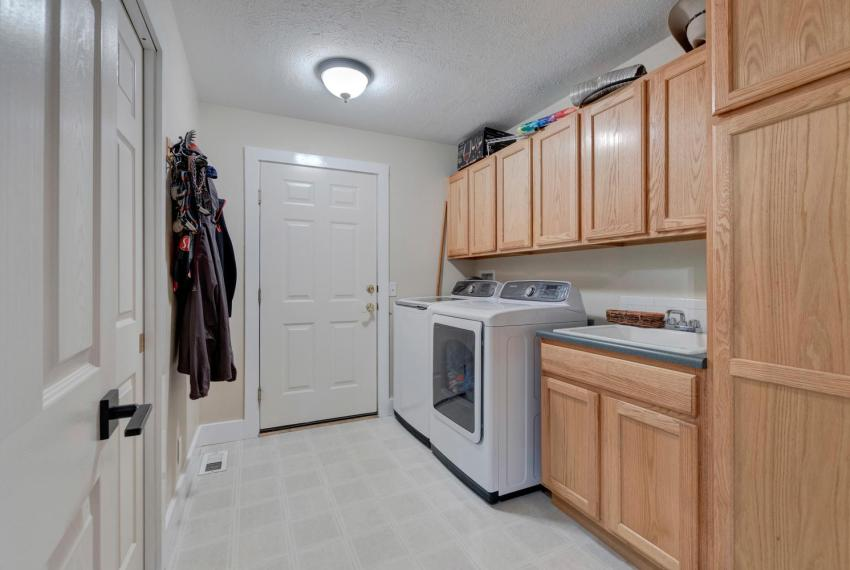 Gorgeous Walkout Ranch Home in-large-035-35-Laundry Room-1500x1000-72dpi