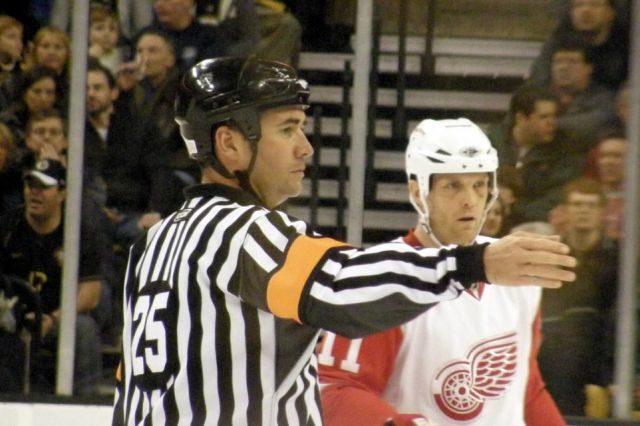 Tonight's NHL Referees – 4/7/14