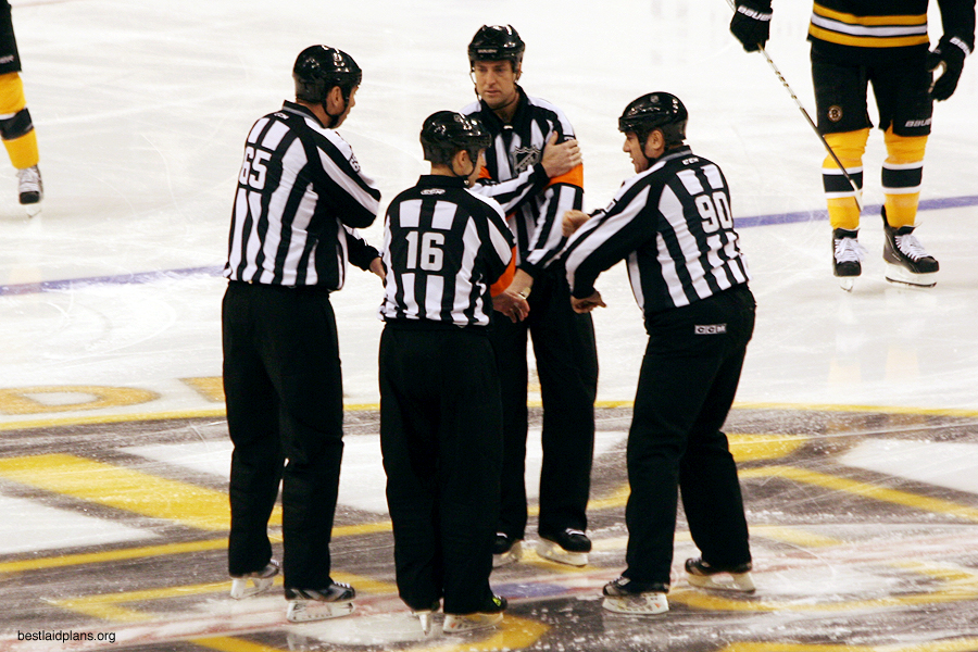 Tonight's NHL Referees & Linesmen – 4/3/16