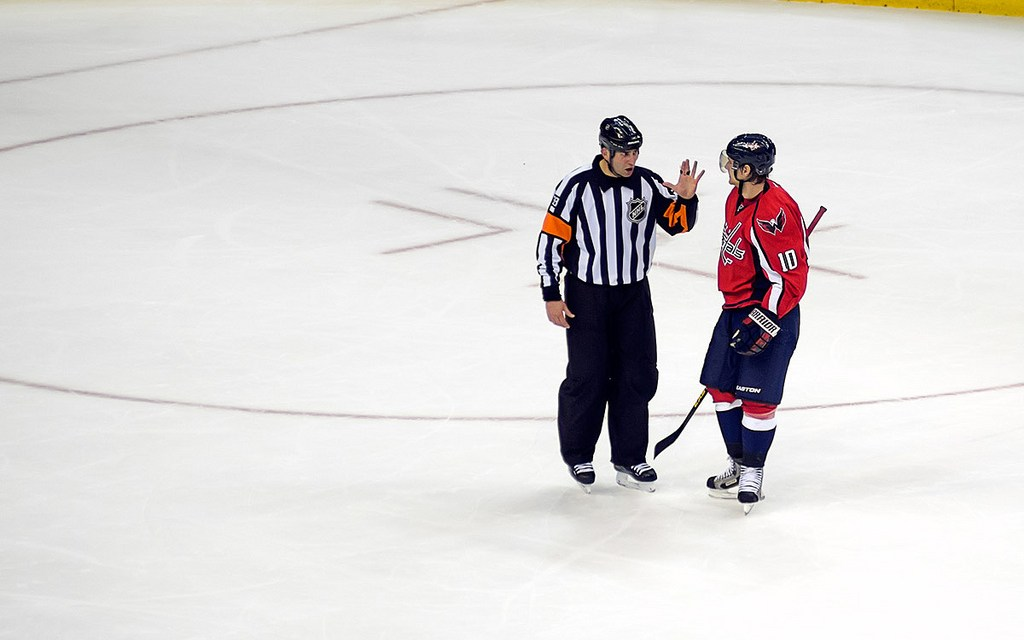 Tonight's NHL Referees & Linesmen – 2/16/16
