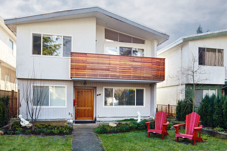 Renovated-Vancouver-Special-(Photo-by-Martin-Knowles)