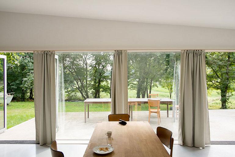 atelier-mima-maison-JJS.M-timber-house-nivillac-france-designboom-05