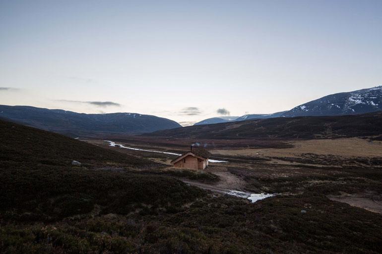modernist-highland-hut-moxon-architecture-residential_dezeen_2364_col_12