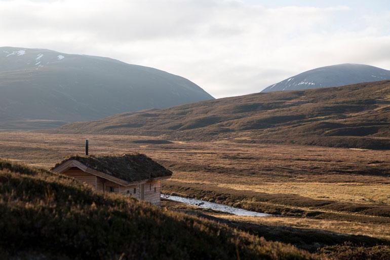 modernist-highland-hut-moxon-architecture-residential_dezeen_2364_col_4