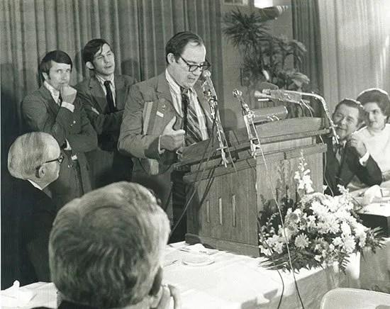 Krell speaking at the 1971 Byliner Dinner.
