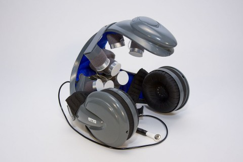 Datenhelm mit kapazitiven Sensoren, die Gehirnaktivitäten durch die Haare messen (Foto: TU Braunschweig)