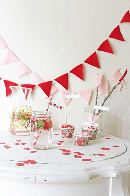 free Valentine's Day Straw Flags from lara's Vintage