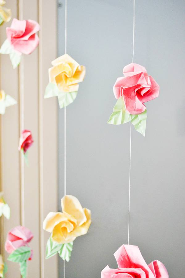Tutorial diy origami flower curtain scrap booking for Paper curtains diy