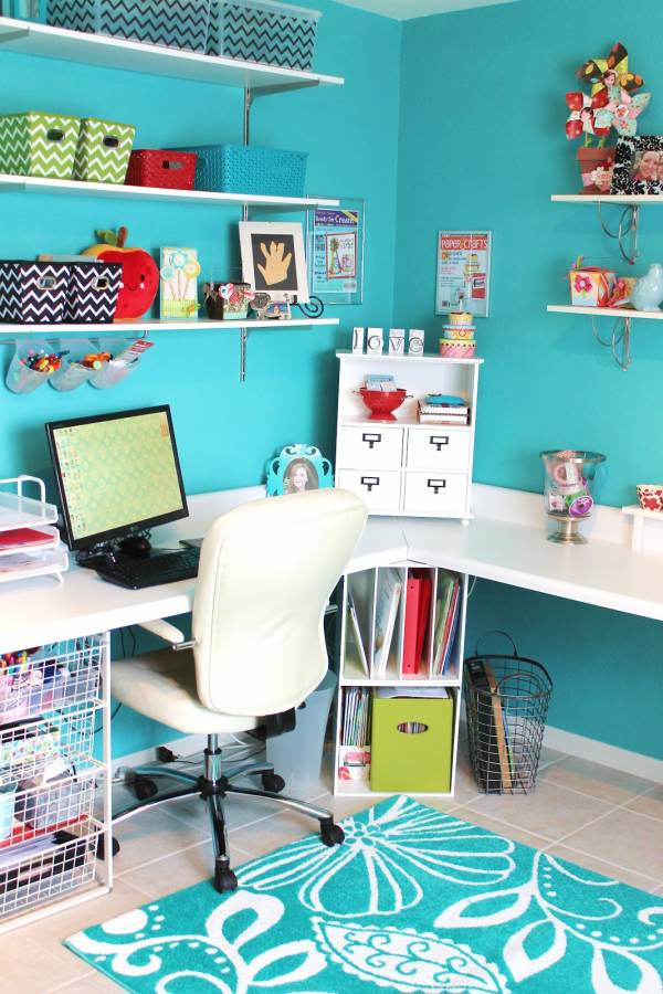 beautiful-and-fun-turquoise-craft-room-2