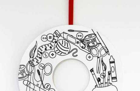 Christmas Wreath Coloring in Doodle