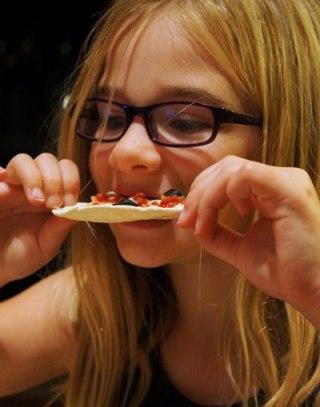 megan eating flatout pizza
