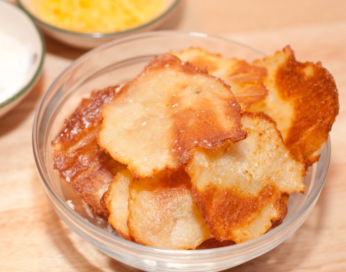 Make your OWN Cheddar and Sour Cream Potato Chips from Scratch!