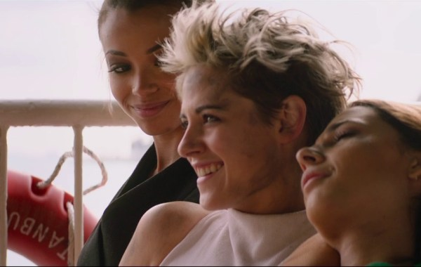 The New Trailer & Poster For Elizabeth Banks' 'Charlie's Angels' Shows Off The New Team In Action 1